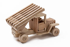 汽车是一辆军用玩具汽车由木头制成 库存照片