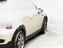 汽车最大的随风飘飞的雪 库存照片