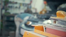 汽车服务、修理、维护和人概念-有运转在车间工作者的板钳和灯的技工人 股票录像