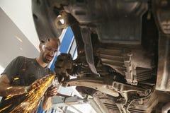 汽车机械师工作 库存照片