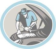 汽车机械师汽车减速火箭修理的木刻 免版税图库摄影