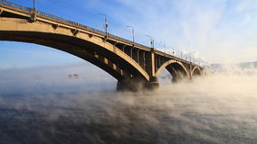 汽车桥梁在冬天早晨 股票视频