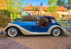 汽车汽车减速火箭的乌贼属葡萄酒 减速火箭的汽车 美丽的汽车 库存照片