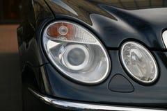 汽车消耗大的前灯 库存照片