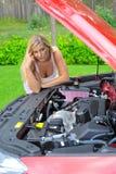 汽车混淆的最近的紧急红色常设妇女 免版税库存照片