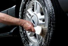 汽车清洁轮胎洗涤 免版税图库摄影