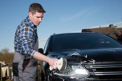 汽车清洁服务人 免版税库存图片