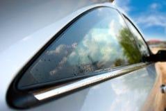 汽车湿视窗 免版税库存图片