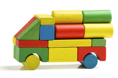 汽车玩具块,多色卡车木货物运输, 库存图片