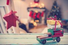 汽车玩具的综合图象木表面上的 图库摄影