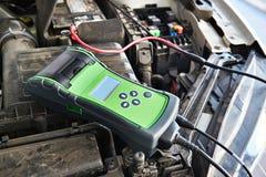 汽车电池测试器 免版税库存图片