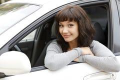 汽车的俏丽的女孩 免版税图库摄影