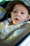 汽车的可爱的小男孩 库存图片