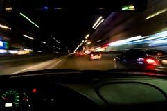 从汽车的夜视图 库存照片