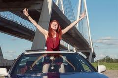 汽车的女孩 免版税库存图片