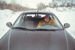 汽车的恼怒的司机 免版税库存照片