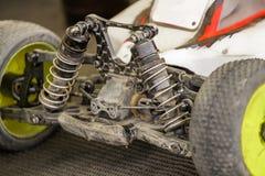 汽车的无线电操纵的模型维护在断裂betw的 库存图片