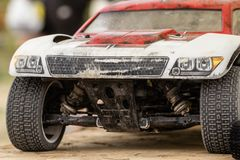 汽车的无线电操纵的模型维护在断裂betw的 库存照片