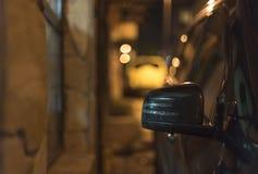 汽车的正确的镜子 免版税库存图片