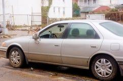 汽车的残破的窗口 免版税库存照片
