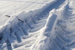 汽车的踪影在雪的 图库摄影