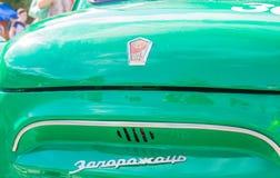 汽车的陈列在阿穆尔河畔共青城减速火箭的汽车和调整的汽车的夏天 免版税图库摄影