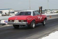 汽车短程加速赛开始 库存图片