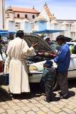汽车祝福在科帕卡巴纳,玻利维亚 库存图片
