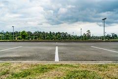 汽车空的公园 免版税库存照片