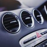 汽车空调 在汽车里面的气流 细节在汽车的音象系统按钮 免版税图库摄影