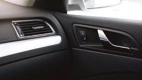 汽车空调 在汽车里面的气流 细节在汽车的音象系统按钮 图库摄影