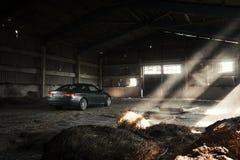 汽车站立在飞机棚的BMW小轿车E92在白天 库存图片