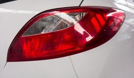 汽车红色和白色车后灯  库存照片