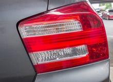 汽车红色和白色车后灯  库存图片