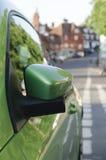 汽车绿色镜子端 免版税库存图片