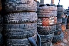汽车老轮胎使用了 免版税库存图片