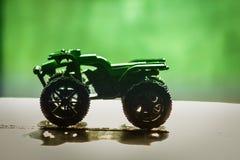 汽车自行车绿色背景阴影轮胎轮子 免版税库存图片