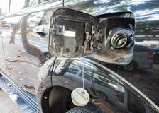汽车被打开的燃料盖帽 免版税库存图片