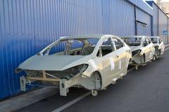 汽车被绘的身体在汽车植物疆土  图库摄影