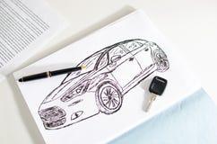 汽车设计、钥匙和笔 免版税库存图片