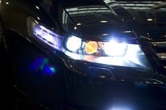 汽车车灯晚上 图库摄影