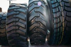 汽车轮胎或橡胶为工业农业收割机或卡车转动 免版税库存图片