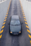 汽车进入的停车库 免版税库存图片
