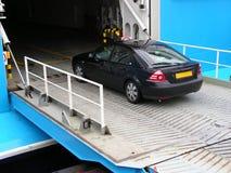 汽车进入的轮渡 免版税库存照片