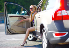 汽车退出了不起的行程妇女 库存照片