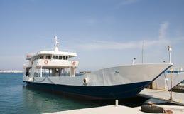 汽车通勤者轮渡希腊海岛乘客 图库摄影