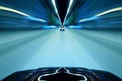汽车速度夜驱动 库存图片