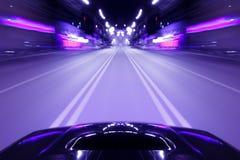汽车速度夜驱动 免版税图库摄影