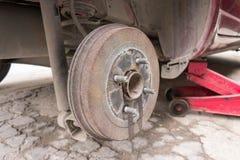 汽车采取轮子展示鼓式制动器汇编 免版税库存照片