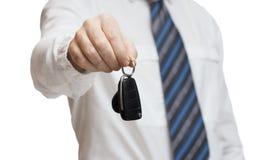 给汽车钥匙的商人 免版税库存照片